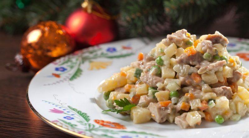 Новогодний Оливье с копченным мясом