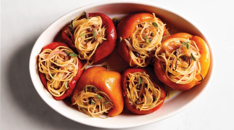 Перец фаршированный спагетти по средиземноморски