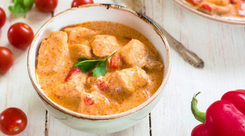 Паприкаш - мясо тушенное в сметанном соусе по-венгерски