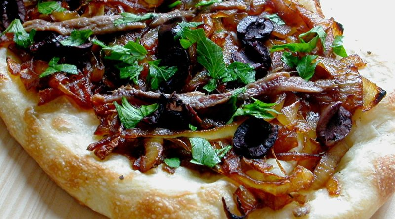 "Писсаладьер - ""луковая пицца"" по-французски"