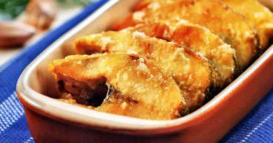 Жареная рыба с соусом муждей по-румынски