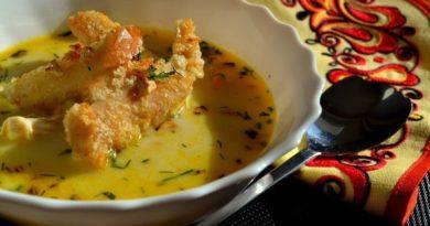 Картофельный суп с куриными кнелями по-французски