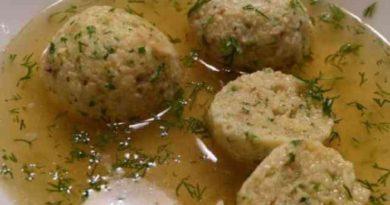 Куриный бульон с кнейдлах по-еврейски