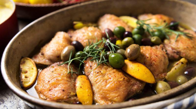 Курица, тушённая с лимоном и оливками