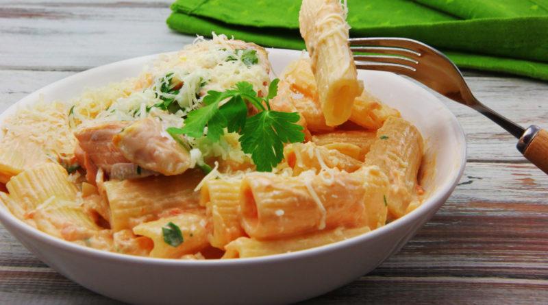 Ригатони с лососем в сливочном соусе по-итальянски