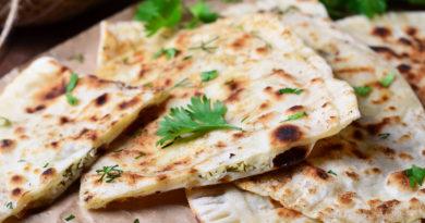 Кутабы с зеленью и сыром по-азербайджански