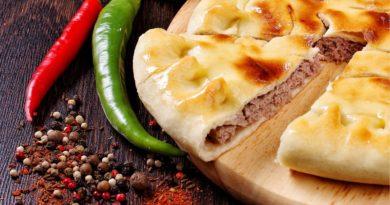Осетинский пирог с мясом (Фыдджин), с черемшой и сыром (Давонджин), с тыквой (Насджин)