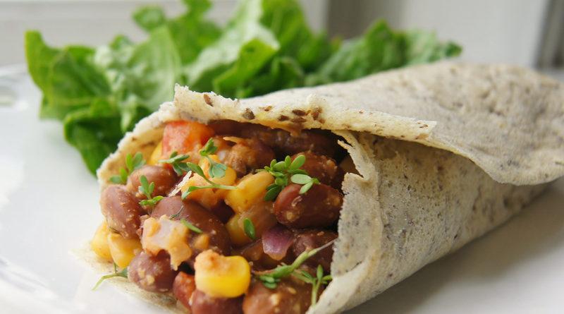 Буррито с говядиной, фасолью и помидорами и вегетарианский буррито по-мексикански