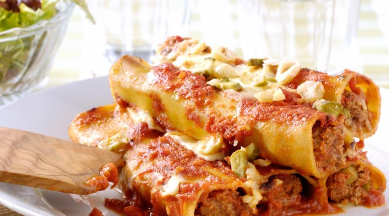 Канеллони по-итальянски с рыбной и мясной начинкой