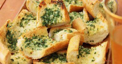 Тосты с сыром, зелёным луком и укропом с французским багетом