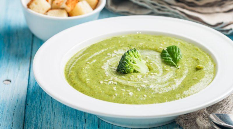 Суп-пюре из брокколи и базилика