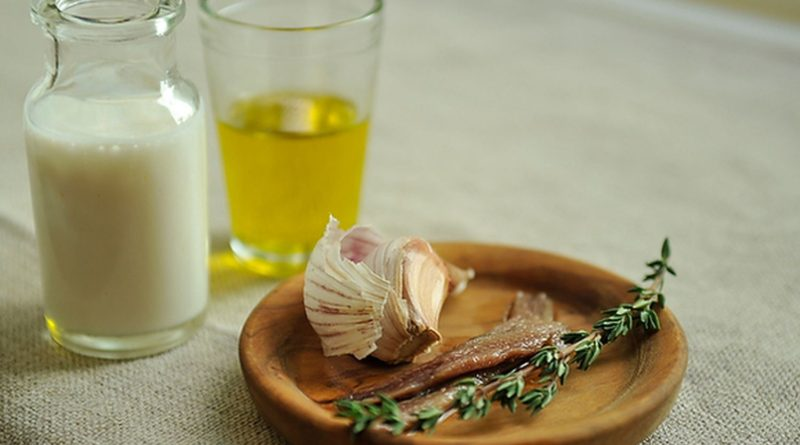 Банья кауда - Итальянский тёплый соус из оливкового и анчоусов с добавлением чеснока