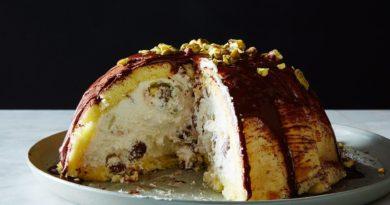 Дзуккотто - Итальянский десерт из бисквита с творогом и вишней