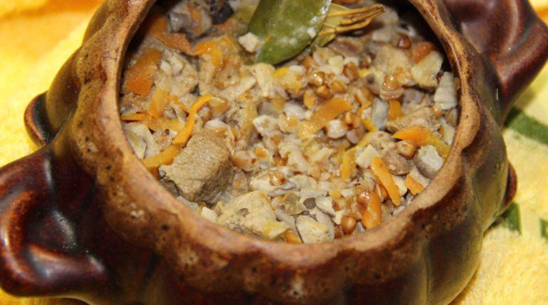 Говядина с овощами, запечённая в горшочках, суп и гречневая каша в горшочках