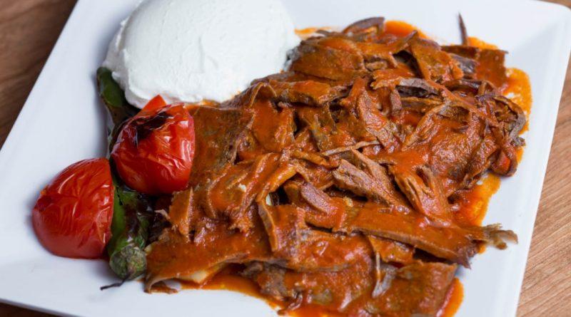 Искандер-кебаб - Жареная баранина под томатным соусом по-турецки