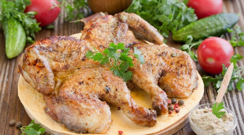 Цыплёнок под чесночным соусом, жаренный на гратаре