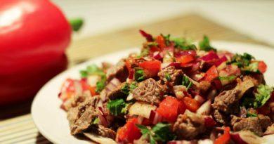 Платильо - Салат из мяса со сладким красным перцем по-мексикански