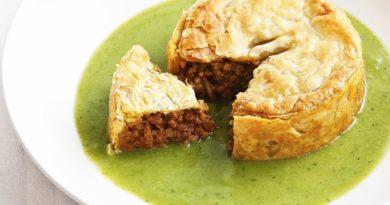 «Поплавок» - Мясной пирог, «плавающий» в тарелке с гороховым супом по-австралийски