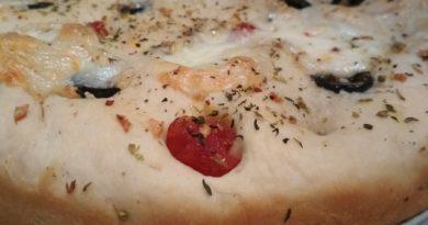 Фокачча с моцареллой и помидорами по-итальянски