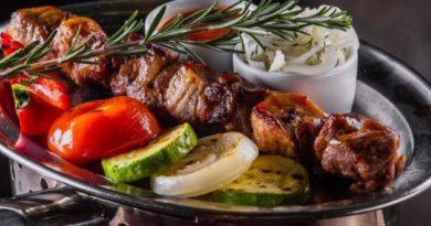 Шашлык из свинины с овощами