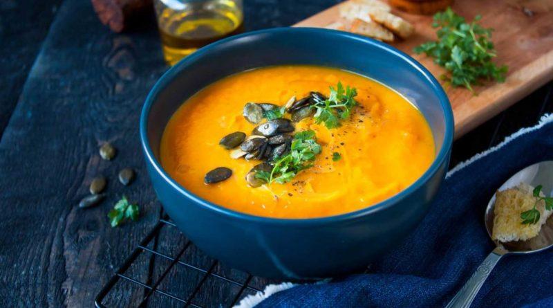 Тыквенный суп с шалфеем и кунжутом