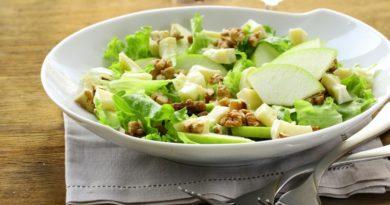 Салат из эндивия с сыром и яблоками