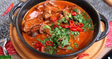 Баранина в томатном соусе на топлёном масле