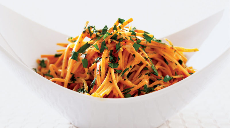 Салат с топинамбуром, морковью и арахисом по-американски