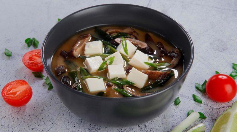 Суп с тофу и грибами по-азиатски